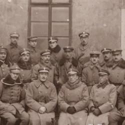 Fotografia z okresu, gdy  Henryk Mostowski-Majewski był dowódcą Żandarmerii Polowej Brygady Lwowskiej. Skan przesłał p. Andrzej Wiernicki.