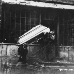 Fotografia z okresu Powstania Warszawskiego ze zbiorów rodzinnych p. Mariana Lewandowskiego ps.
