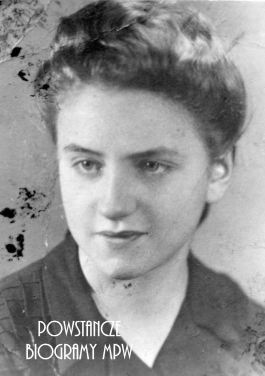 """Krystyna Orzechowska-Kabzińska """"Isia"""" (1928-2014). Fotografia portretowa ze zbiorów Muzeum Powstania Warszawskiego, sygn. MPW-IP/5821"""