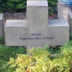Mogiła Eugeniusza Baczyńskiego na Cmentarzu Wojennym Żołnierzy AK Grupy Kampinos. Fot. Mariusz Skroński
