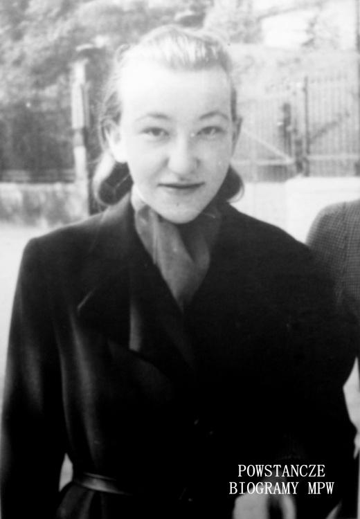 """Jadwiga Maria Janiszowska """"Wisia"""", """"Morawska"""". Fot.ofiarowane Annie Makowskiej Karasiowej. Na odwrocie zdjęcia dedykacja: <i> """"To nieprawda, że twarz jest odbiciem duszy. Drogiej Hani na pamiątkę tych dziwnych dni . Niutka"""" </i> Fotografia opisana przez Annę Makowską - Karasiową: <i> Niutka Janiszowska w Warszawie.</i>Fot. udostępnione przez Mirosławę Kolwas -Soczyńską"""