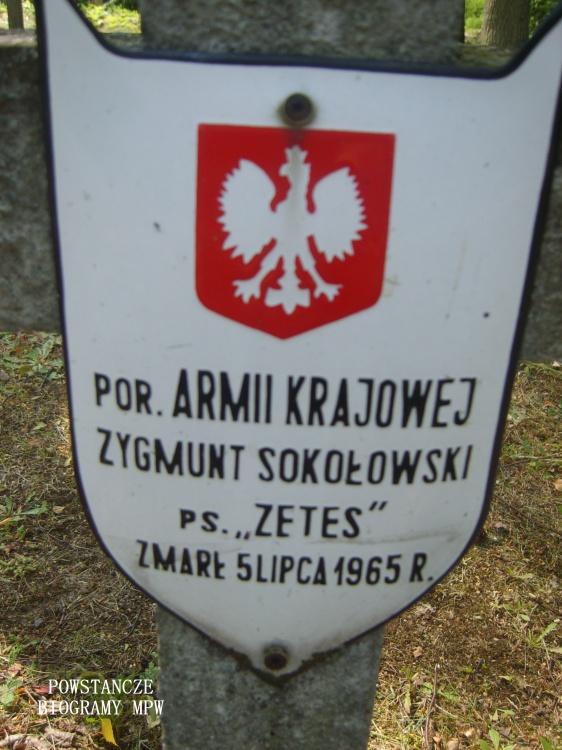 """Mogiła  por. Zygmunta Sokołowskiego """"Zetesa"""" na Cmentarzu w Laskach pod Warszawą. Fot. Mariusz Skroński."""