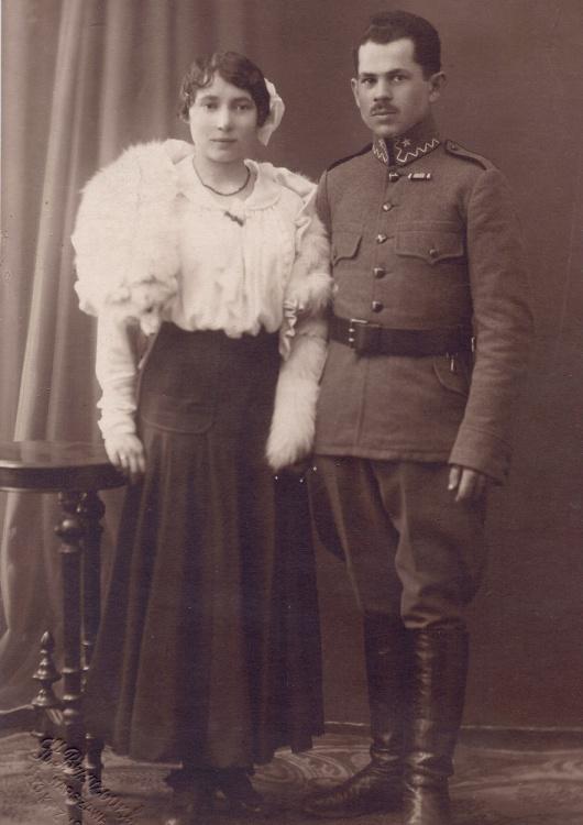 Kwiecień 1917 r. - przyszli rodzice: Aleksandra i Ignacy Wąsowicz w dniu ślubu