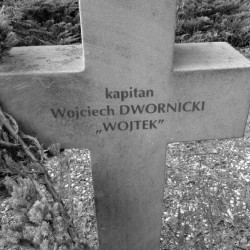 Mogiła kapitana Wojciecha Dwornickiego ps.