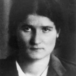 Fotografia portretowa załączona do ankiety uczestnika Powstania Warszawskiego. Sanitariuszka Aniela Libionka