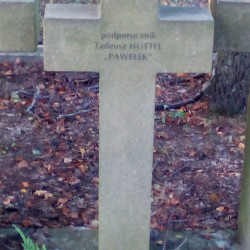 Mogiła ppor. Tadeusza Huttela na Cmentarzu Wojennym w Budach Zosinych. Fot. Mariusz Skroński