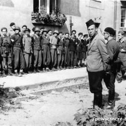 Fotografia z Powstania Warszawskiego. Żoliborz, żołnierze zgrupowania