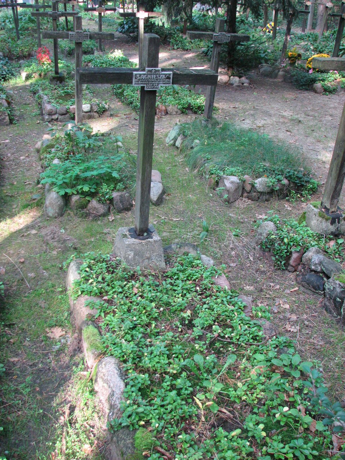 Mogiła Siostry Agnieszki (s. Filomeny Jamiołkowskiej) na cmentarzu przy Zakładzie dla Niewidomych w Laskach. Fot. <i>www.cmentarzwlaskach.pl</i>