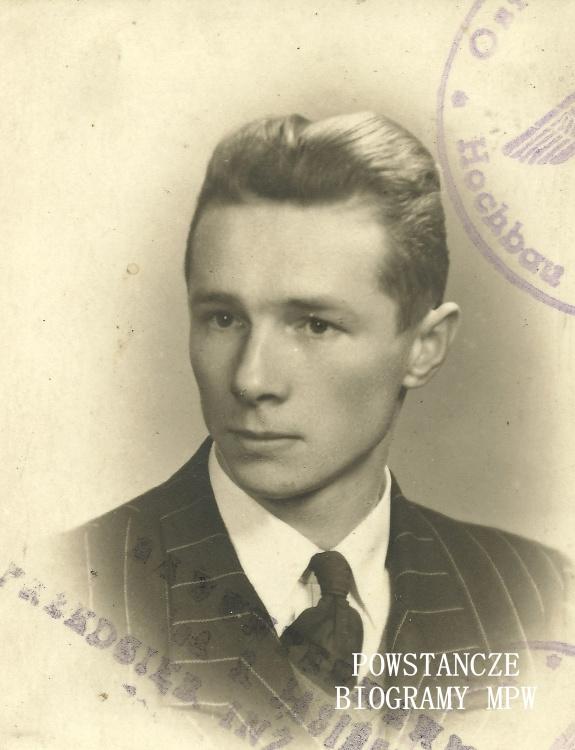 """kpr. pchor Juliusz Dydaś ps. """"Brat"""" (1921-1987). Zdjęcie legitymacyjne z 1943 roku. Fot. z archiwum rodzinnego Jerzego Józefa Dydasia"""