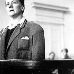 mjr Irena Tomalak zeznaje w trakcie procesu krakowskiego płk. Franciszka Niepokólczyckiego (proces od 11 sierpnia 1947)