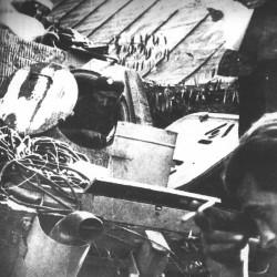 3 sierpnia 1944 r. - ogród przy ul. Okopowej, majster Jan Uniewski we włazie naprawianej