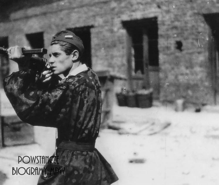 """kpr. Tadeusz Stanisław Mikulik """"Wit"""" (1926-2016). Na zdjęciu ok. 20.08.1944 w rejonie PAST-y. Fot. AR MPW"""