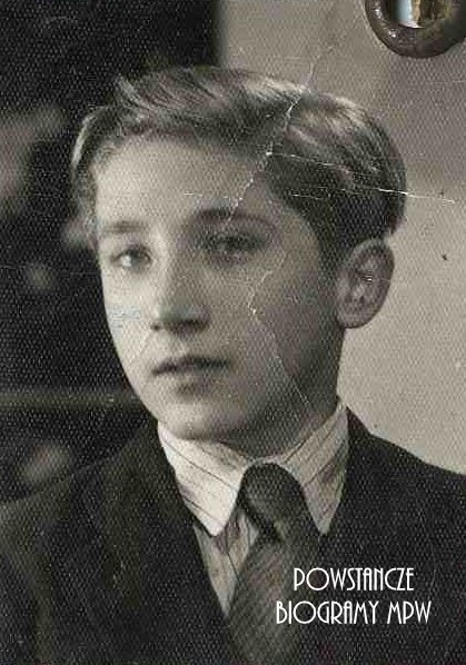Bohdan Zbigniew Walasek - zdjęcie z okresu okupacji niemieckiej. Ze zbiorów Muzeum Powstania Warszawskiego, sygn. P/2421