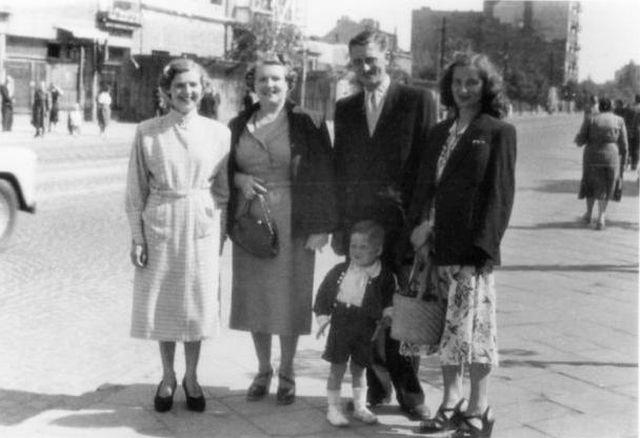 """Zdzisław Szybisz """"Red"""" - na zdjęciu z rodziną. Fot. archiwum rodzinne: <i> hankaizdzisiek.kupamieci.pl</i>"""