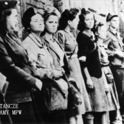 Powstanie Warszawskie - Śródmieście Północ. Dziewczęta z 3 kompanii batalionu