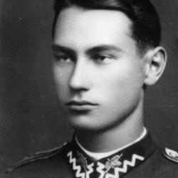 ppor. Mieczysław Ejsmont (ew. Ejsymont). Fotografia portretowa ze zbiorów Muzeum Powstania Warszawskiego, sygn. MPW-IP/5807