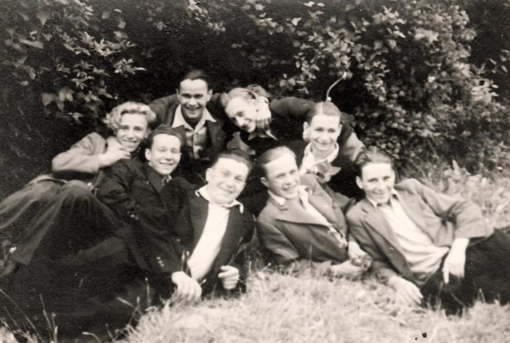 Ryszard Sołkowicz z kolegami w szkole powszechnej