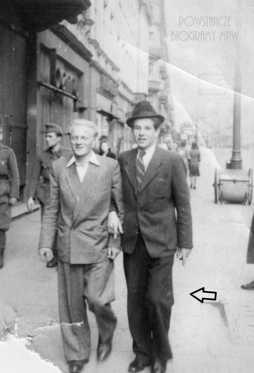 """Okres okupacji. Eugeniusz Kowalski """"Rudy"""" na zdjęciu po prawej. Fot. nadesłane przez Piotra Kowalskiego."""