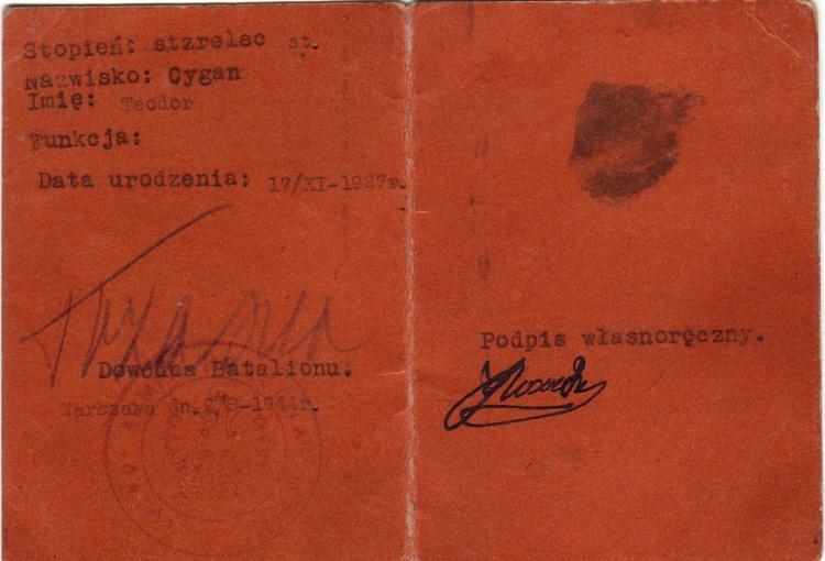 """Tymczasowa legitymacja wystawiona w batalionie AK """"Wigry"""", - widoczny podpis dowódcy oddziału kpt. """"Trzaski"""" (Eugeniusz Konopacki)"""