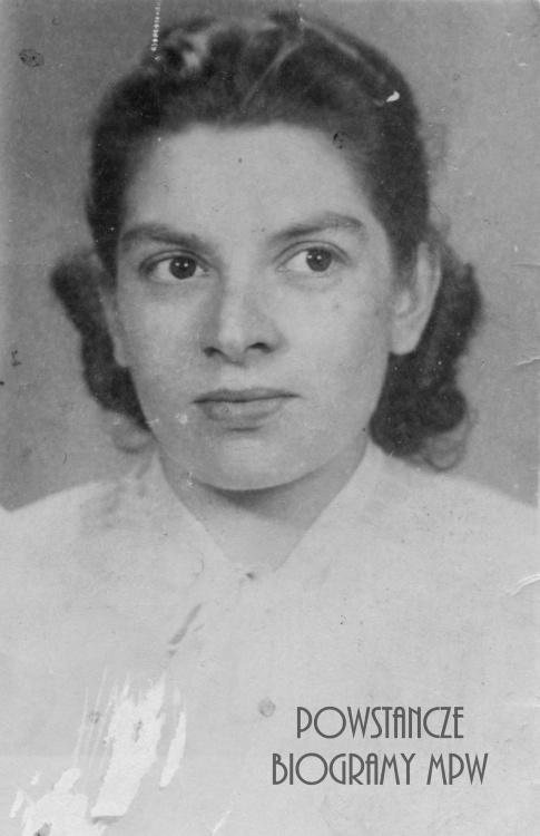 """Stefania Antczak-Zambrzycka """"Krystyna"""". Fot. portretowa ze zbiorów Muzeum Powstania Warszawskiego, sygn. MPW-IP.5854"""
