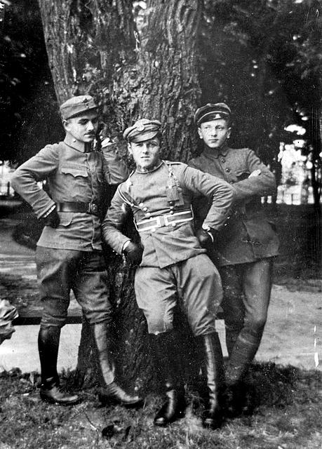Bolesław Ziółkowski  w mundurze 2. Pułku Ułanów Legionów Polskich. Zdjęcie z archiwum rodzinnego Michała Góry