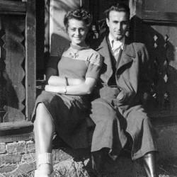Rejentówka koło Radzymina, 1943. Fotografia autorstwa Olgierda Budrewicza wykonana w czasie szkolenia podchorążych. Na zdjęciu Zofia Rusecka
