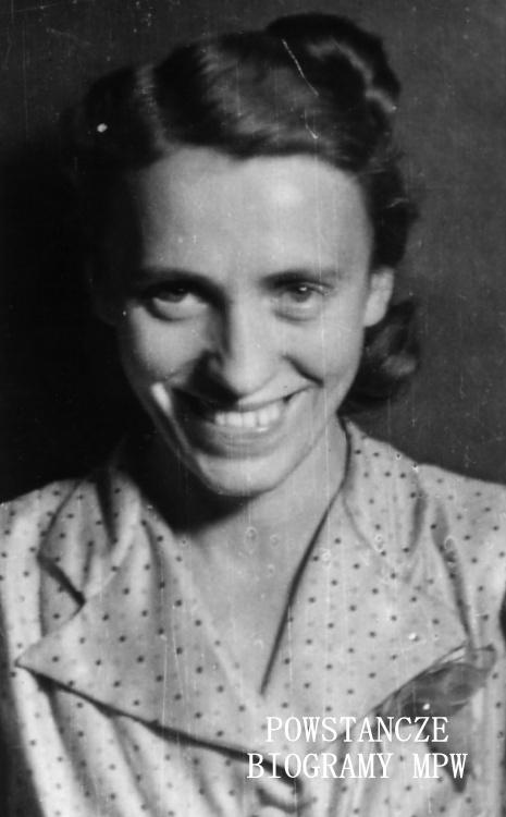"""Sabina Żdżarska """"Anna"""" (1911-2003). Zdjęcie ze zbiorów Muzeum Powstania Warszawskiego"""