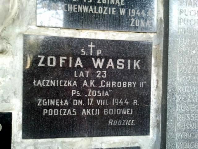 Tablica pamiątkowa na kościele św. Antoniego przy ul. Senatorskiej 31/33 w Warszawie. Fot. Urszula Hellmann