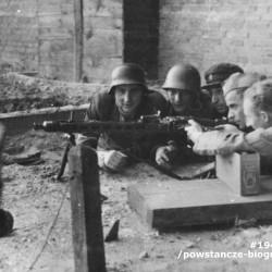 Fotografia z Powstania Warszawskiego. Żoliborz. Żołnierze IV Batalionu OW PPS (