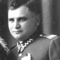 Lata 30. Aleksander Michalak w mundurze plutonowego.