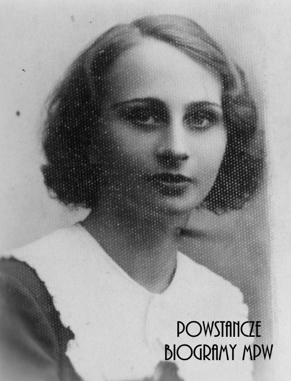 """lek. Danuta Jadwiga Staszewska """"Marta"""" (1915-1944). Fotografia portretowa ze zbiorów Muzeum Powstania Warszawskiego, sygn. P/8277"""