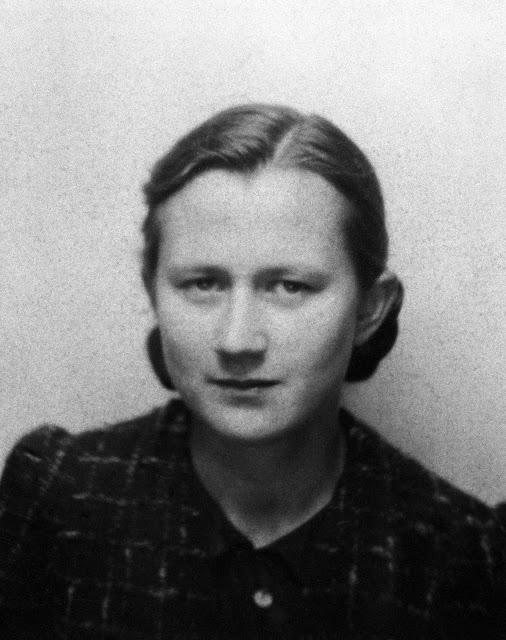 """Maria Dziak """"Bronka"""" (1925-1944). Fot. AR MPW"""