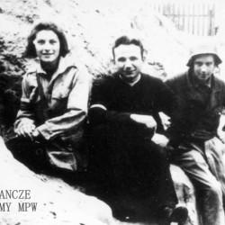 Fotografia z Powstania Warszawskiego. Żoliborz. Żołnierze zgrupowania