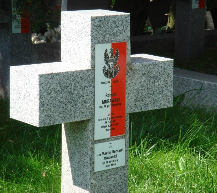 Foto wykonał Jan Wawszczyk na cmentarzu w Pruszkowie