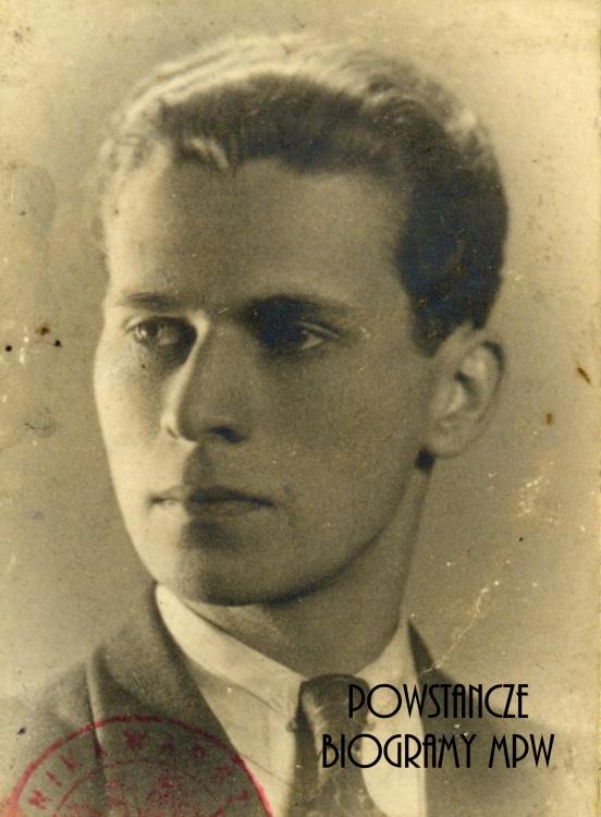 """Jerzy Einhorn vel Witold Kronowski """"Sław"""". Fot. legitymacyjna ze zbiorów Muzeum Powstania Warszawskiego, sygn. P/7657"""