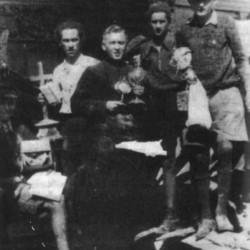 Powstanie Warszawskie: Kościół św. Aleksandra przy Placu Trzech  Krzyży w Warszawie, po zbombardowaniu w dniu 2 września 1944 r. Na zdjęciu w akcji ratowniczej na gruzach kościoła: pierwszy od prawej - Bogusław Czarmiński (