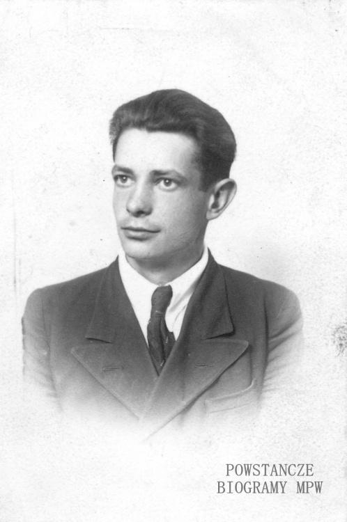"""Wiesław Jerzy Wenelczyk ps. """"Kardan"""". Fot. ze zbiorów Muzeum Powstania Warszawskiego, sygn. MPW-IP/3314"""