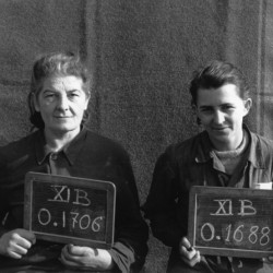 Fotografia z obozu jenieckiego w Fallingbostel XI B. Po lewej  st. strz. Janina Tokarska ps.Ben, obok ppor. Felicja Pillich ps.Halina II. Fallingbostel, 10 października 1944. Ze zbiorów MPW, sygn. MPW-IP/4453