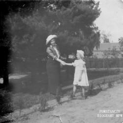 Halina Sławska - Turczynowicz z matką Zofia Arendt Sławską, ok. 1916r. Fot. z archiwum  Adama Błociszewskiego.