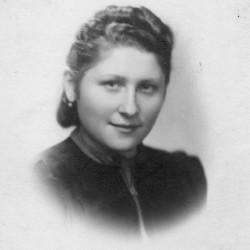 Halina Loga w roku 1942. Zbiory Archiwum 2. Harcerskiej  Baterii Artylerii Przeciwlotniczej