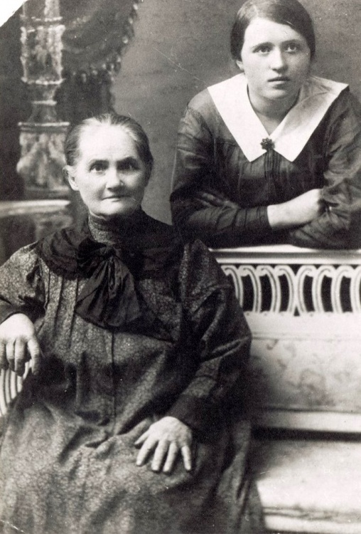 Zofia Brudzińska z ciotką Ludwiką Świderską w Samarze,  1917 rok.  Fot. archiwum rodzinne.
