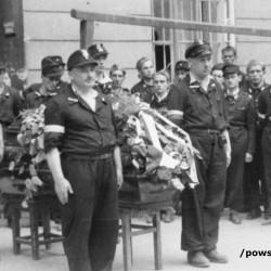 Fotografia z Powstania Warszawskiego. Śródmieście Północne, ulica Chmielna. Żołnierze Zgrupowania
