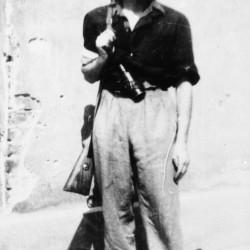 Fotografia z Powstania Warszawskiego. Żoliborz. Żołnierz ze zgrupowania