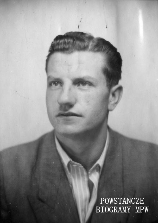 """Fotografia portretowa: st. strz. Stanisław Firchał """"Wicher"""". Ze zbiorów Muzeum Powstania Warszawskiego, sygn. MPW-IP/5679"""