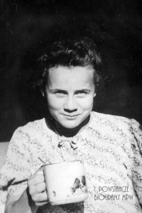 Anusia Kołdoń (1924-1944). Zdjęcie z archiwum Marii Urbaniec-Downarowicz i Andrzeja Urbańca