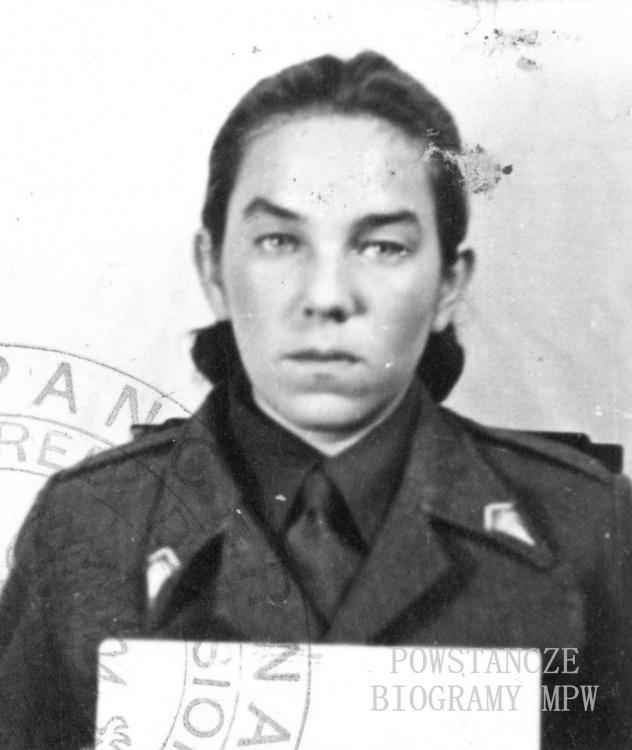 """ppor. Maria Lecewicz """"Myszka"""". Na zdjęciu w roku 1945.  Fot. ze zbiorów Muzeum Powstania Warszawskiego, sygn. P/8396"""