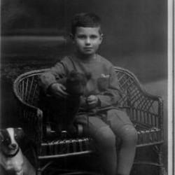 Ryszard Owsiany - początek lat 30. Zdjęcie ze zbiorów rodziny Zeidlerów, udostępnione przez Mirosława Zeidlera, (oprac. Jacek Paluchowski)