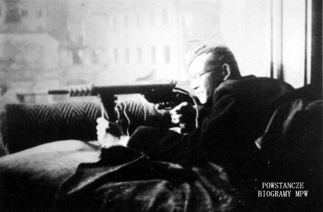 """kpr. pchor. Tadeusz Góralski  ps. """"Góral"""", zdjęcie wykonane podczas Powstania. Z archiwum Tadeusza Góralskiego."""