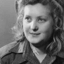 Fotografia portretowa z 1946 roku przedstawiająca Krystynę Łuczak