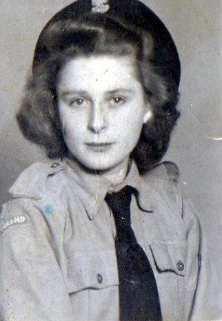 """Irena Felicja Loga ps. """"Modrzewska"""" (1926-2012) Fot. Archiwum 2. HBAP """"Żbik"""""""